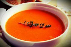 ΝΤΟΜΑΤΟΣΟΥΠΑ | saltandsugar.gr Thai Red Curry, Cantaloupe, Fruit, Ethnic Recipes, Soups, Soup