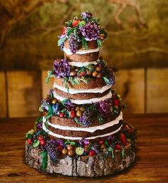 Naked cakes are a perfect option for an outdoorsy rustic celebration. They are also great for summer celebrations because they are a little lighter and healthier than more traditional wedding cakes featuring buttercream icing. Italian Wedding Cakes, Wedding Cake Rustic, Whimsical Wedding, Woodland Wedding, Forest Wedding, Boho Wedding, Wedding Reception, Wedding Venues, Bohemian Weddings