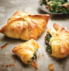 Spinach-and-bacon pies with cream-cheese pastry. need pine nuts, feta. philadelphia and chopped bacon. Pie Recipes, Appetizer Recipes, Cooking Recipes, Appetizers, Empanadas, Cream Cheese Pastry, Bacon Pie, Tapas, Good Food