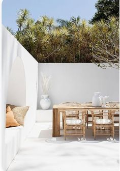 With rustic natural and white outdoor furniture by Uniqwa Furniture Collections. One of our favourite Australian outdoor patio entertaining Outdoor Dining, Indoor Outdoor, Dining Table, Patio Dining, Dining Room, Exterior Design, Interior And Exterior, Beach House Decor, Outdoor Entertaining