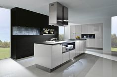 Advice on white kitchen worktop options and how to choose the best worktop colour for a white kitchen to enhance your intended kitchen look. Kitchen Fittings, Luxury Kitchens, Kitchen Inspirations, Kitchen Interior Design Modern, Modern Kitchen, Kitchen Interior, Luxury Kitchen Decor, Luxury Kitchen Design, Luxury Kitchen