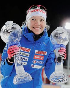 Kaisa Mäkäräinen of Finland celebrates with her trophies after winning the Women's Mass start Globe and the Big Crystal Globe following the women 12,5km mass start race of the IBU Biathlon World Cup... Cross Country Skiing, Sports Stars, Winter Sports, Female Athletes, World Cup, Racing, Artists, Queen, Usa