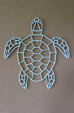 Schildpad – hout-kado.nl Cute Diy Room Decor, Diy Wall Decor For Bedroom, Geometric Designs, Geometric Art, Metal Animal, Stylo 3d, Polygon Shape, String Art Templates, Triangle Art
