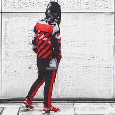"""1,106 Me gusta, 62 comentarios - Jap's hypebeast (@ball62435) en Instagram: """"Red against the wall #offwhite #nmd #dsrcv #japan #tokyo #原宿 #hypelife"""""""