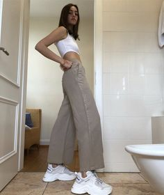 New fashion trends and outfits for teens and young women in spring and summer 2019 Boyish Style, My Style, 6th Form Outfits, Pretty Outfits, Cute Outfits, New Fashion Trends, Aesthetic Clothes, Urban Aesthetic, Streetwear Fashion