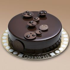 For chocolate lovers. Food Cakes, Cupcake Cakes, Cupcakes, Cake Truffles, Fancy Desserts, Fancy Cakes, Delicious Desserts, Chocolate Desserts, Chocolate Cake