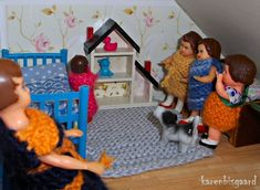The Ari girls are happy for their new dollhouse.  #aridoll #aridolls #ari #jason #jasondolley #jasondolleylove #lovejason #dollhouse #dollhousegirls #dollsinterior #dockskap #dockskåp #puppenhaus #puppenmädchen #dukkehus #dukkehusdukker #dukkehusmøbler #dukkehusleg #nostalgictoys #nostalgisklegetøj #tinydolls #doll #playing