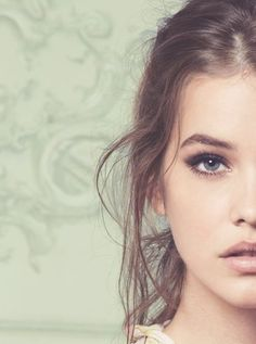 Absolutely love this makeup and pictue, but I don't have her features, like eyebrows!