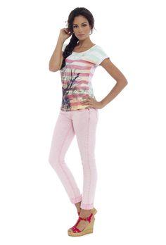 Camiseta NEITH y jeans FIONA