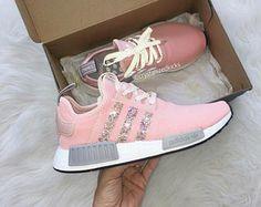 Corredor de NMD de Adidas hecho con cristales de SWAROVSKI® Xirius rosa - gris/rosa/blanco
