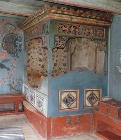 Built in bed with folk art decorative painting. Eidsborg Museum in Telemark, Norway Scandinavian Folk Art, Scandinavian Interior, Home Interior, Alcove Bed, Bed Nook, Bedroom Nook, Hand Painted Furniture, Rustic Furniture, Art Decor