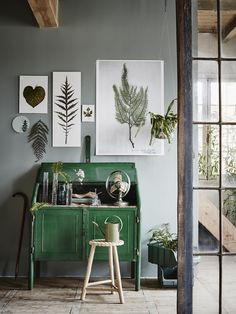 I'm green with envy at this rustic hallway with its natural tones and imagery.