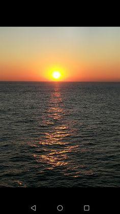 Beautiful, high quality pictures involving the sea or sea life. Sea Photo, Sunrises, Sunny Days, Internet, Celestial, Night, Outdoor, Outdoors, Sunrise