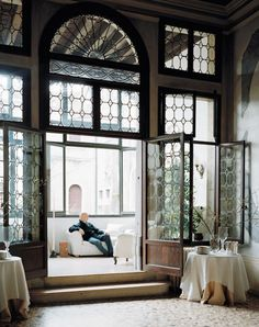 A wall of glass windows with an entrance to a terrace // Italian design