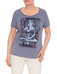 T-Shirt Kurzarm Rundhals Expressives Kurzarm-Shirt    Einfach klasse! Das legere Baumwoll-Shirt ist durch den Stretch-Anteil besonders tragekomfortabel und punktet mit seinem expressivem Fashion-Print in der Front und der offenen Kantenverarbeitung. Länge ca. 68 cm    Material: Hell Salbei Druck: Oberstoff: 95% Baumwolle, 5% Elastan  Jeans Bleu Druck: Oberstoff: 95% Baumwolle, 5% Elastan...