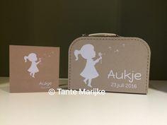 Tante Marijke: Een nichtje er bij!! Koffer met geboortekaartje
