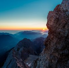 https://earthporn.co/sightseeing/europe/germany/sunrise-from-atop-the-zugspitze.jpg