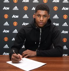 Marcus Rashford and Cameron Borthwick-Jackson signs new Manchester United deal until 2020 Rugby Players, Football Players, Jesse Lingard, Official Manchester United Website, Signed Contract, Man Utd News, Marcus Rashford, Premier League Champions, Football Is Life