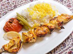ケバブジュージェ(鶏肉の串焼き) - ホセイン ボルボルシェフのレシピ。串焼きはイランで大変ポピュラーな料理のひとつ。一番よく食される肉はマトン(羊肉)ですが、鶏肉(主に鶏むね肉)もよく食べられています。ジュージェとは、若鶏のこと。 スパイスとヨーグルトのたれに漬け込むことで、やわらかくおいしくなります。 ※調理時間に、漬け込み時間は含みません。