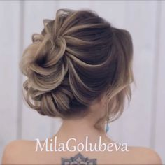Do you wanna see more fab hairstyle ideas and tips for your wedding? Then, just visit our web site babe! Box Braids Hairstyles, Loose Hairstyles, Wedding Hairstyles, Hairstyle Ideas, Updos Hairstyle, Elegant Hairstyles, Short Hair Updo, Curly Hair Styles, Natural Hair Styles