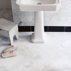 East Hampton marble tiles on wall and floor (Fitzrovia basin and pedestal)… Budget Bathroom, Bathroom Interior, Small Bathroom, Modern Bathroom, Master Bathroom, Bathroom Ideas, Neptune Bathroom, Master Shower, Washroom
