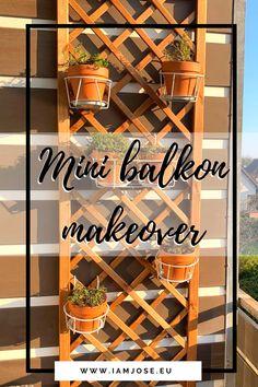 Voor de makeover van ons balkon hebben we gekozen om een houten trellis aan de balkon scheidingswand te bevestigen en deze te versieren met bloempotten. Dit plantenklimrek is van hout en het is leuk om te zien dat zo'n kleine verandering al zo veel voor je balkon doet. - #balkon - trellis - plantenklimrek - balcony - balkon inspiratie Trellis, Wine Rack, Ladder Decor, Balcony, Mini, Home Decor, Small Balconies, Decoration Home, Room Decor
