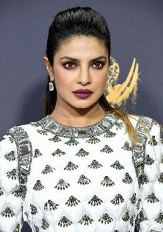 Emmys Quantico girl Priyanka Chopra is making heads turn at the Primetime Emmy Awards 2017 held in Los Angeles. Detailed with finesse, her white goddess avatar won hearts everywhere, be it at the red carpet or on the stage. Bollywood Actress Hot Photos, Bollywood Celebrities, Bollywood Fashion, Bollywood Saree, Indian Bollywood, Bollywood Actors, Bollywood News, Celebrity Beauty, Celebrity Style