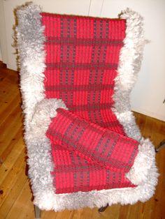 Stolfell med stoffbakside Textile Art, Handicraft, Fiber Art, Christmas Stockings, Scandinavian, Hand Weaving, Textiles, Crafty, Weaving