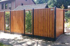 Douglas schutting beitsen | voorbeelden | verfadvies Backyard Fences, Garden Fencing, Backyard Landscaping, Door Gate Design, Fence Design, Back Gardens, Outdoor Gardens, Outdoor Pergola, Contemporary Garden