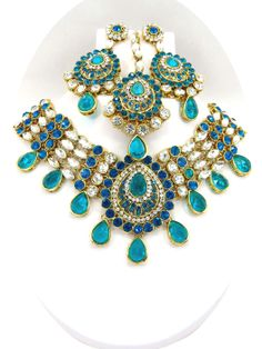 Wholesale Jewelry. Collections in big stone Jewelry. Unique designer imitation jewelry at http://www.sd-fashions.com . Wholesale store offering 25% discount on basic purchase with very minimum shipping charges.