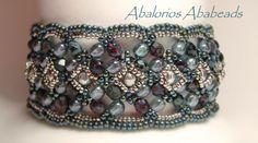 Bello brazalete diseñado por Ellad2  cristales checos y seed beads miyuki