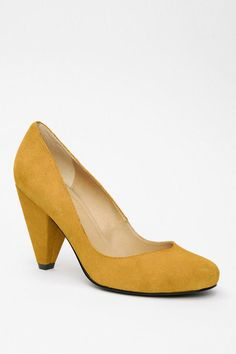 Urban Outfitters - UO Suede Pump