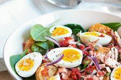 Teplý salát ve stylu Nicoise Nicoise, Cobb Salad, Healthy Lifestyle, Food And Drink, Cooking Recipes, Eggs, Tasty, Breakfast, Diet