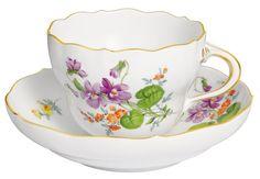 """Coffee c & s, Shape """"Neuer Ausschnitt"""", Vintage Flowerpainting 2, Veilchen, gold rim, V 0,20 l"""