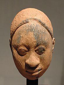 SCULPTUREN VAN KLEI EN BRONS / Ifecultuur  ( 12 de - 14de eeuw ) Gedenkkop terracotta 17 cm. hoog 1100 - 1300