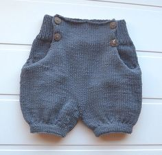 Crochet Baby Pants, Knitted Baby Clothes, Crochet For Boys, Knitting For Kids, Knit Crochet, Baby Clothes Patterns, Baby Knitting Patterns, Baby Patterns, Baby Pants Pattern
