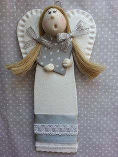 Pottery Sculpture, Soft Sculpture, Diy Clay, Clay Crafts, Crafty Angels, Clay Projects For Kids, Pottery Angels, Clay Angel, Plaster Crafts