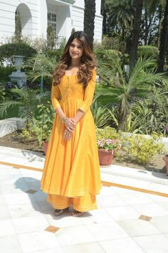 May 2020 - Yellow Dress For Haldi Function For Girls Simple & Simple Yellow Dress For Haldi Function Indian Gowns Dresses, Pakistani Dresses, Prom Dresses, Indian Wedding Outfits, Indian Outfits, Saris, Function Dresses, Kurti Designs Party Wear, Salwar Designs