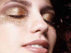 Como colar glitter no rosto