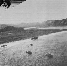 Praia de Itaipu com o navio Camboinhas encalhado, 1958. Foto Almiro Baraúna.