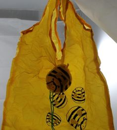 Saco Abelha ecológico Reutilizável e Fácil de Guardar para levar consigo para todo o lado. #abelhas #saco #eco #apicultura #macmel Bee Gifts, Drawstring Backpack, Backpacks, Fashion, Bees, Beekeeping, Sacks, Moda, Fashion Styles