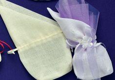 Πουγκί καμβάς με μύτη.Διατίθεται σε 2 χρώματατα.Πολύ φινέτσατη με αρχοντικό στυλ μπομπονιέρα για τον γάμο σας.