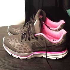 just got them in neon yellow instead of pink, I let my hubby convince me that I need something besides pink :)