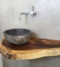 Ob Treibholz, rustikales Altholz oder lebhafte Waschtische aus Massivholz mit Ba… Driftwood, rustic old wood or lively solid wood washbasins with a tree edge. Here you can order your washbasin vanity top to size. Rustic Bathrooms, Small Bathroom, Diy Bathroom, Bathroom Sinks, Basement Bathroom, Design Tisch, Downstairs Toilet, Stone Sink, Old Wood