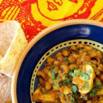 Lobia Khumbi (Black-eyed Beans with Mushrooms) South African Homes, Malay Food, Chana Masala, Black Eyed, Soul Food, Stew, Stuffed Mushrooms, Curry, Beans