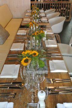 Der #Sommer bringt #goldene Tage! #veranstaltungsmanufakturhamburg #bistrokitchen @kiehlsde #kiehls #sonnenblumen #summer #hamburg #catering #menu #deko