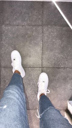 White shoes (these aren't white anymore) Air Force 1 Outfit, Nike Shoes Air Force, Cute Girl Photo, Girl Photo Poses, Cool Girl Pictures, Girl Photos, Tumbr Girl, Pinke Outfits, Sneakers Fashion