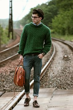 Mens Fashion and Style - 23 Cozy Cable Knit Sweater Outfits For Men - Knit Sweater Outfit, Pullover Outfit, Pullover Mode, Sweatshirt Dress, Mens Fashion Sweaters, Mens Fashion Suits, Sweater Fashion, Fashion Outfits, Men's Fashion