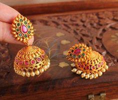 Gold Jhumka Earrings, Gold Bridal Earrings, Jewelry Design Earrings, Gold Earrings Designs, Antique Jewellery Designs, Gold Ring Designs, Gold Bangles Design, Gold Temple Jewellery, Real Gold Jewelry