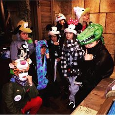 Dara along with GD, Xin, Soojoo, and some other friends went to Tokyo DisneySea! Dara went to Japan after coming home to Korea from Hong Kong. ^^ Was really surprised by this for some reason. ^^ But so happy that she is relaxing with friends. G Dragon Instagram, Instagram Posts, Disneysea Tokyo, Chaelin Lee, Sandara Park, Tokyo Disney Sea, Go To Japan, Park Photos, Jiyong